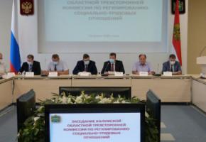 В Калуге прошло очередное заседание областной трехсторонней комиссии